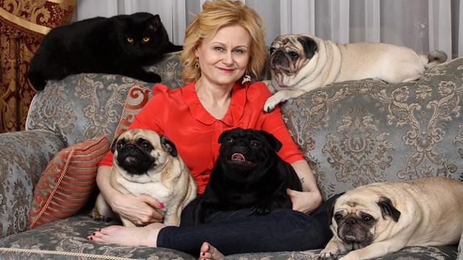 Дарья Донцова с собаками